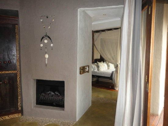 Madikwe Hills Private Game Lodge: Lounge