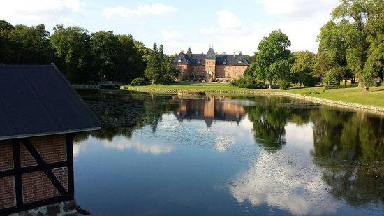 Holstenshuus Slot