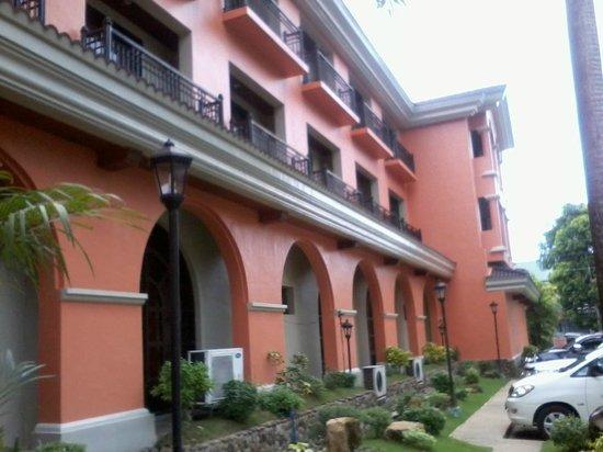 Ormoc Villa Hotel: front of hotel