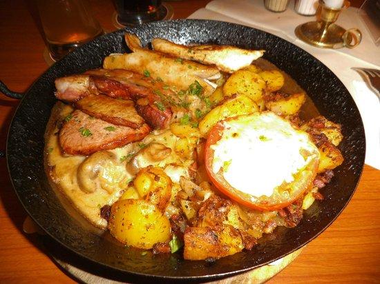 Kartoffelkeller: patate con ogni ben di dio