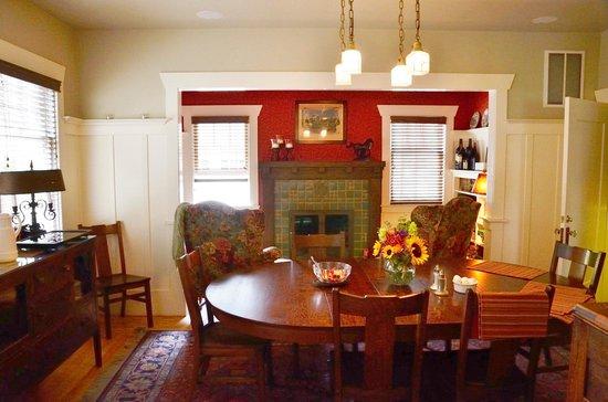 Hidden Oak Inn - Dining Room