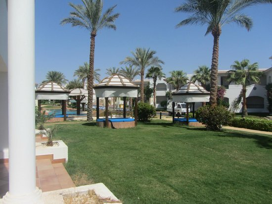Hilton Sharm Dreams Resort : Block 7. A small pool nearby by a mission to main pool.