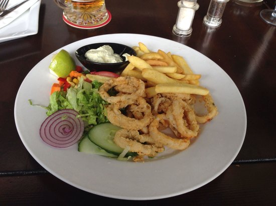 Chill Out: Lunch time Calamari very good and Aioli to die for
