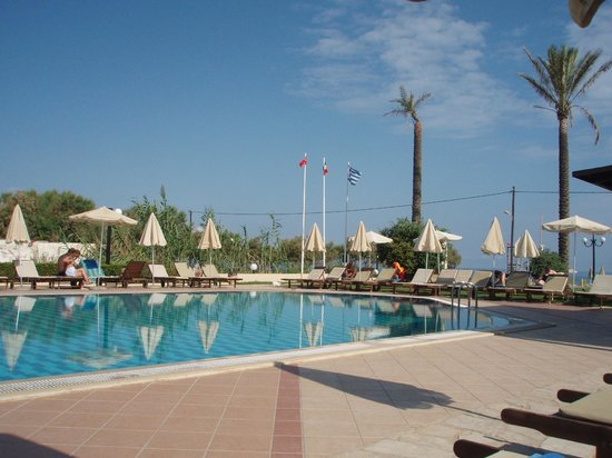 Asterion Hotel Suites and Spa : Pool with free of charge sunbeds/umbrellas