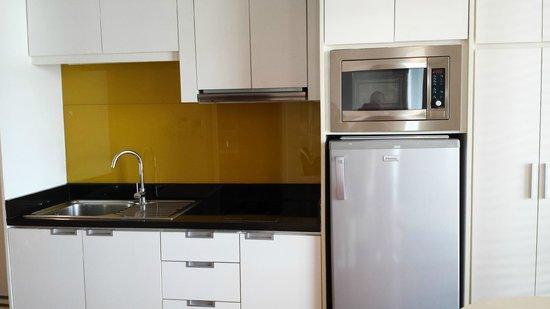 Urbana Langsuan: kitchen