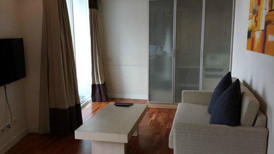 Urbana Langsuan: living room
