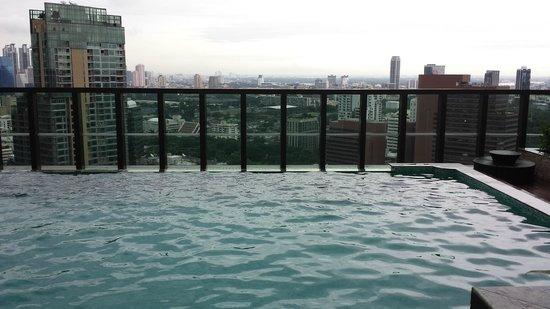 Urbana Langsuan: pool