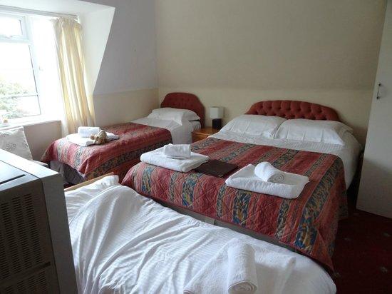 Lulworth Cove Inn: chambre familiale vue mer