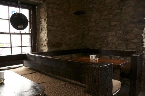 Ashes Pub and Restaurant: relax in the snug