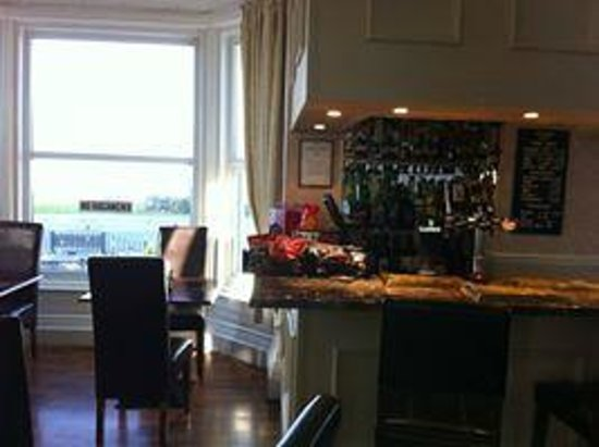 The Manor Hotel: the bar with amazing sea view.