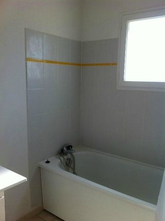 Résidence Les Hauts De Salavas : salle de bain