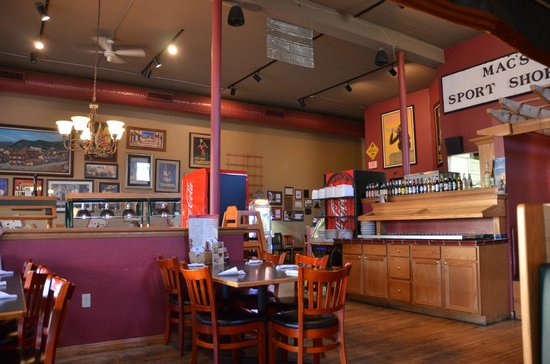 Sonny's Pizzeria: Sonny's interior