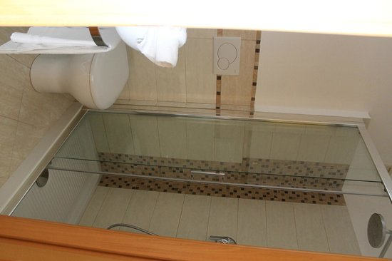 Piazza di Spagna View: Bathroom