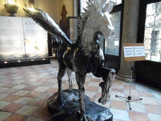 Palazzo Pisani Moretta : cheval de verre