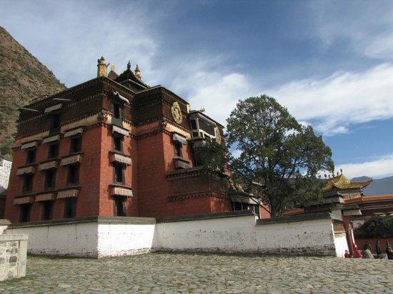 """Labrang Monastery (Labuleng Si) : The """"Barkhang"""""""