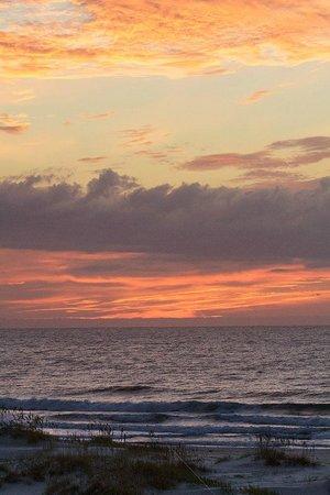 Shell Island Resort: Sunrise from balcony