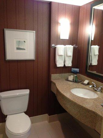 Hilton San Diego Gaslamp Quarter: Bathroom