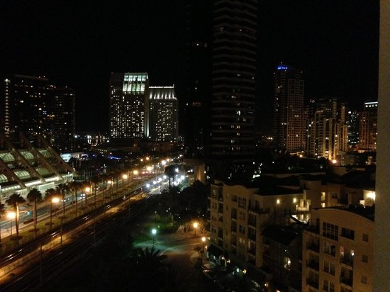 Hilton San Diego Gaslamp Quarter: Night time View from room