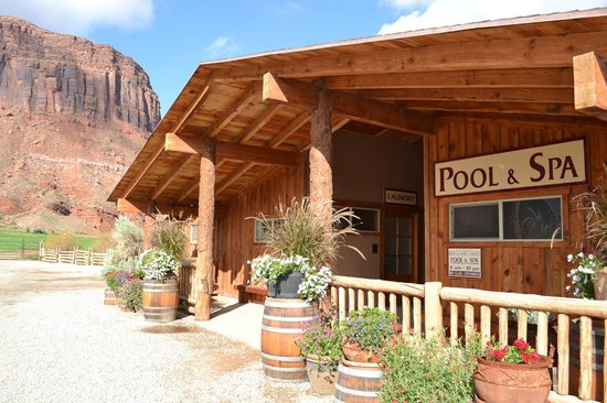 Red Cliffs Lodge: piscine