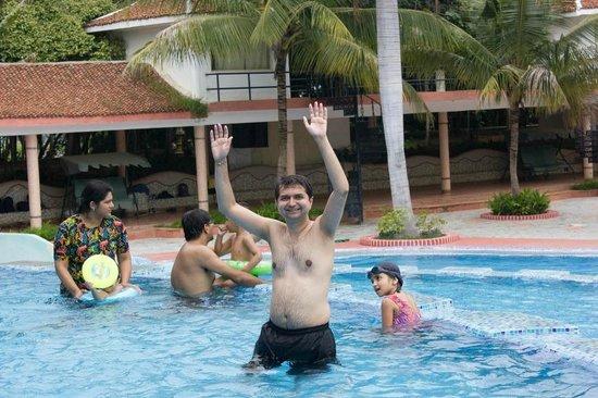 Pragathi Greenmeadows Resorts: Pool and water rides