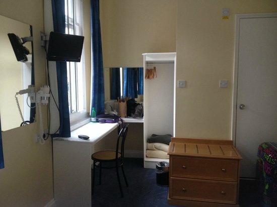 Crestfield Hotel : Bedroom