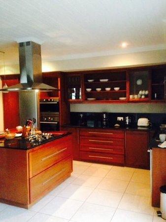 Résidence Les Villas Oasis : oasis villa kitchen