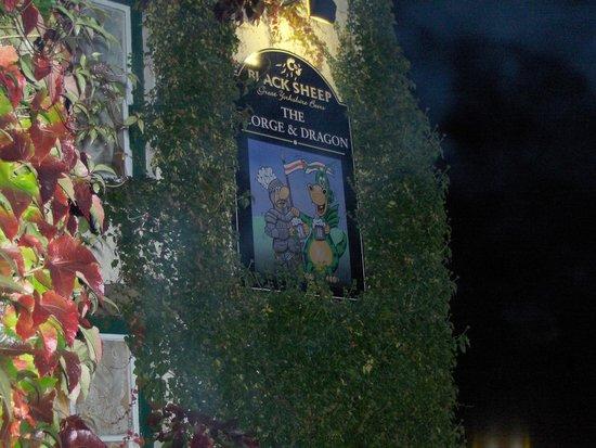 Cornlee Bed & Breakfast: local pub (amazing)