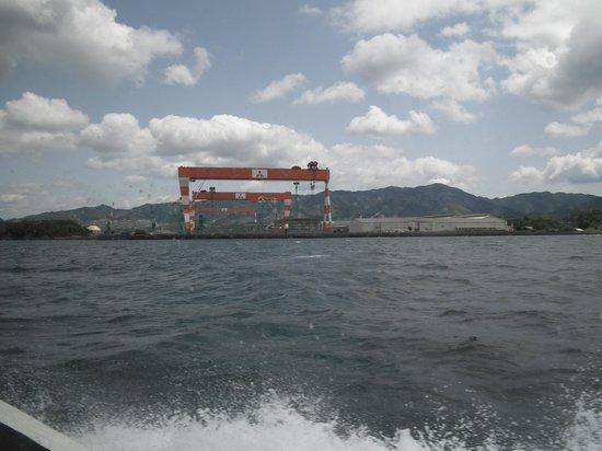 Gunkanjima Cruise (Marbella): 軍艦島クルーズ途中に見える世界一のクレーン