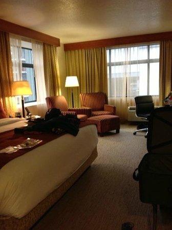 The Paramount Hotel: Spacious, corner room