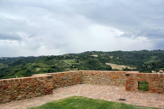 Trattoria Al Castello di Sorrivoli: La corte del castello