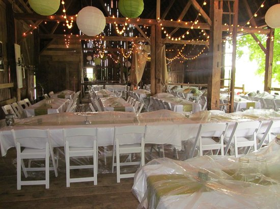 Willow Pond Bed, Breakfast and Events: Wedding dining set up in barn