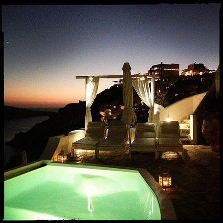 Kima Villa : View of the pool / deck area at night