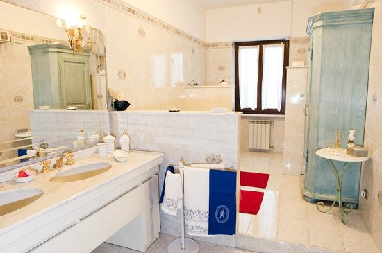 Le Mela Bed and Breakfast: Un bagno