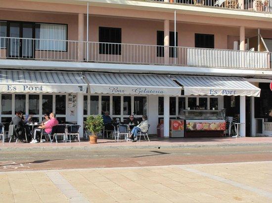 Cafeteria Es Port: Terraza exterior