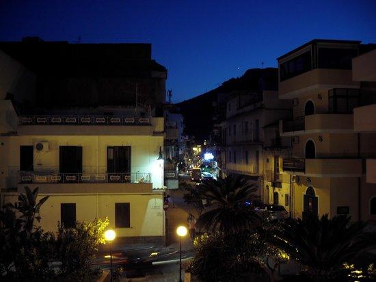 Case Borgo Vacanze: Appartamento Bouganville (Aussicht Richtung Stadt)