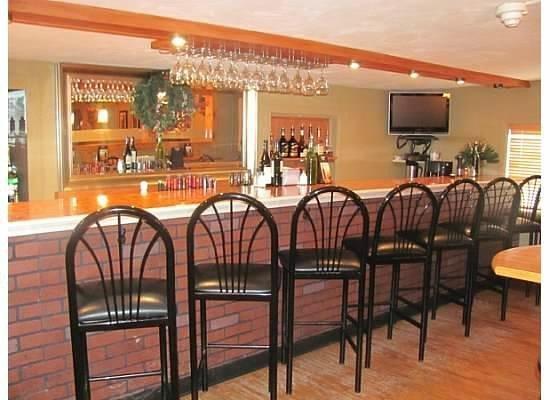Johnny Macaronis Restaurant: Johnny Macs Bar & Lounge