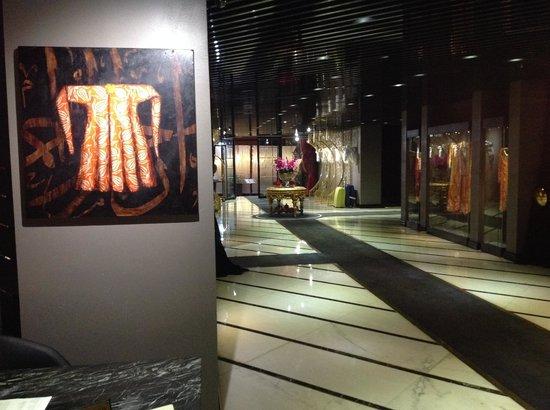 Sura Design Hotel & Suites: VESTIBULO