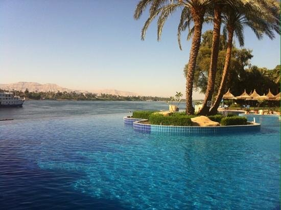 Jolie Ville Hotel & Spa - Kings Island, Luxor: pool overlooking valley of kings