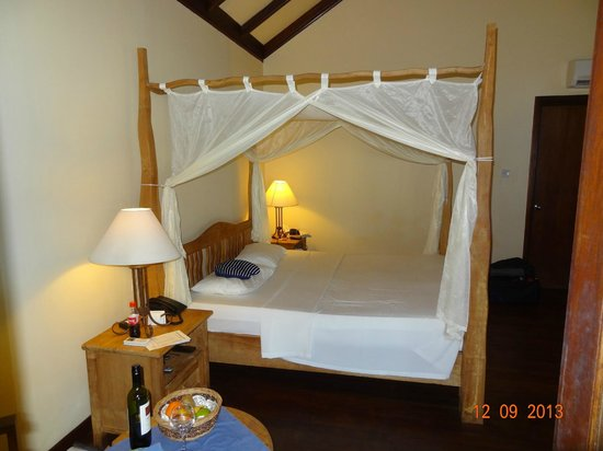 Filitheyo Island Resort: Himmelbett