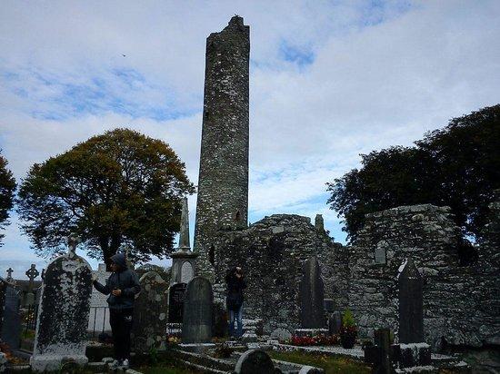 Monasterboice Monastic Site: La torre circolare