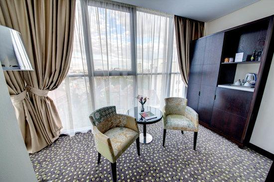 Golden Tulip Victoria - Bucharest: Deluxe Room detail