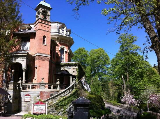 The Harry Packer Mansion Tours : View of the Harry Packer Mansion
