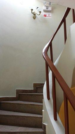 Antawasi Hotel: Stairs up