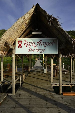 Raja Ampat Dive Lodge: Resort Jetty