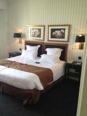 Hôtel Barrière Le Majestic Cannes : le lit géant  !