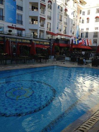 Hôtel Barrière Le Majestic Cannes : la piscine chauffée