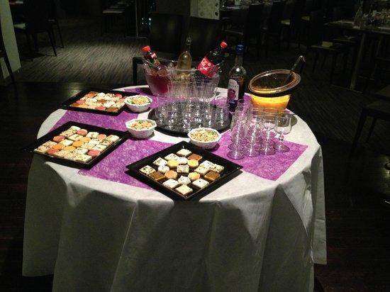 Brit Hotel Le Madison : buffet salé dînatoire.