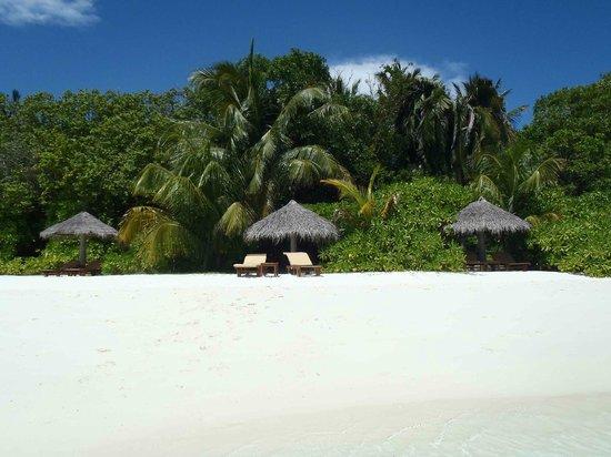 Baros Maldives: Vista de la playa delante de la BPV 210