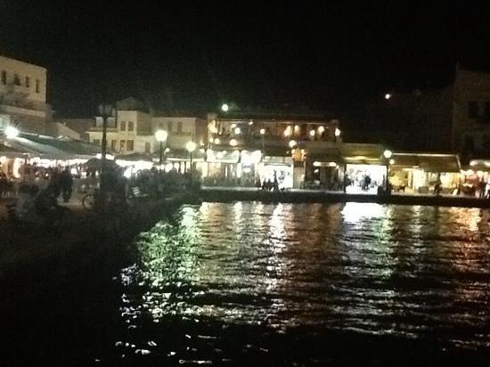 Mercato Agora di Chania : il porto di notte.