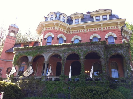 Libations Lounge: The HP Mansion